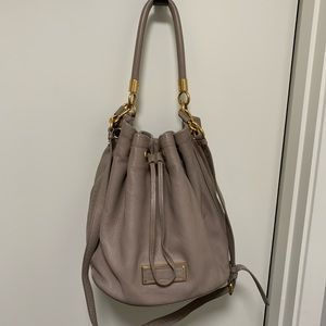 Marc Jacobs Bucket Bag Taupe with Crossbody Strap